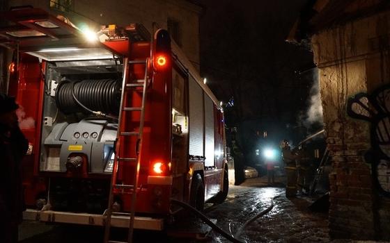 Огонь охватил дом в Смоленске
