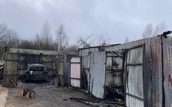 Огонь охватил сразу шесть автомобилей в Сафонове