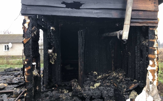 Огонь уничтожил деревянную баню Шаталово
