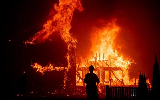 Огонь уничтожил дом в Мальцево