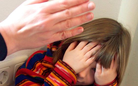 Прокуратура проверить мать из Вязьмы, которая избивает ребенка