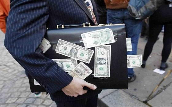 Смоленские таможенники обнаружили нелегальный вывод денег за рубеж