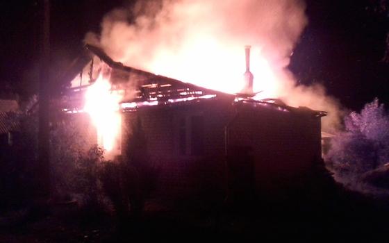 В деревне Барсуки загорелось бесхозное здание