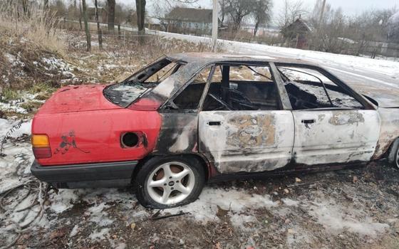 Audi 100 загорелась в Монастырщинском районе Смоленщины
