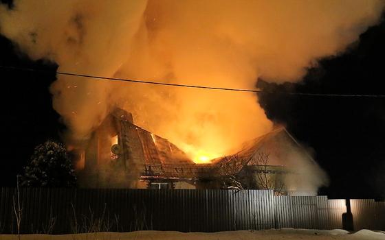 Дом сильно пострадал от огня в Ярцеве