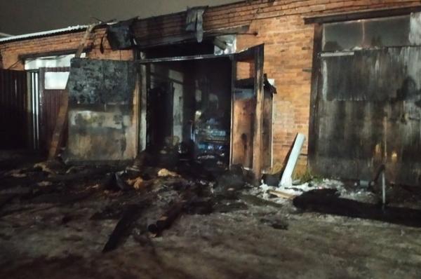 Несколько часов пожарные не могли справиться с огнем в Ярцеве
