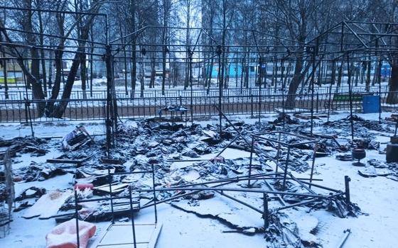 Несколько торговых точек сгорели в Ярцеве
