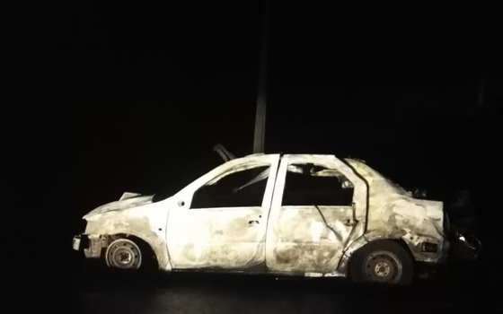 Огонь охватил иномарку в Шумячском районе