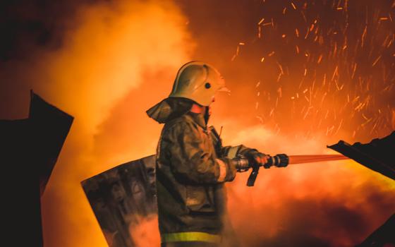 Огонь уничтожил дом в Кардымовском районе