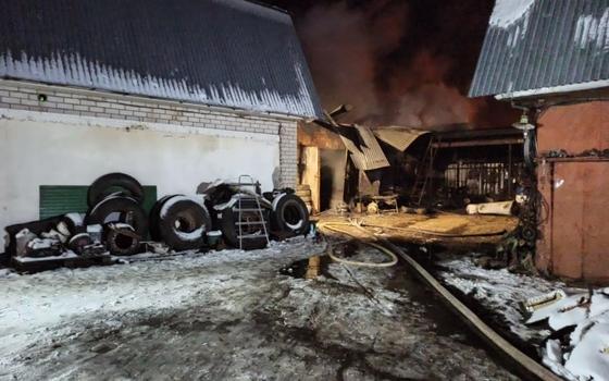 Огонь уничтожил квадроцикл и снегоход в Духовщине