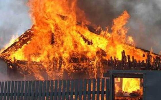 Пожарные два раза тушили горящие бани в Смоленской области