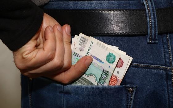 У жителя Вязьмы из дома украли 210 000 рублей