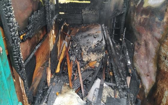В Сафонове загорелась пристройка к гаражу