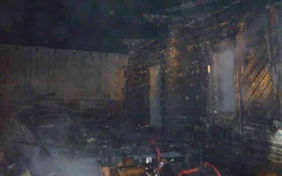 30 пожарных тушили горящий дом в Ершичском районе