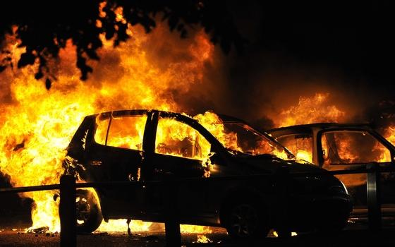 Иномарка загорелась в деревне Баскакова