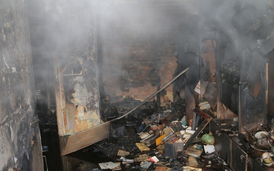 Огонь повредил мебель в квартире в Ярцеве