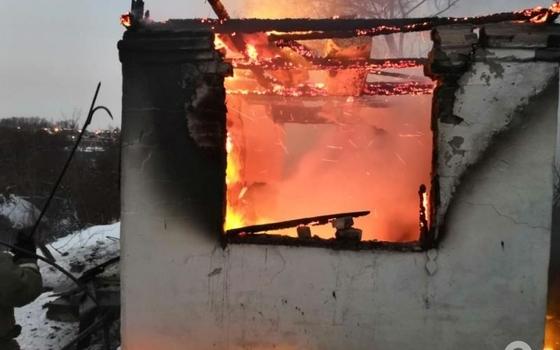 При пожаре в Угранском районе пострадал человек
