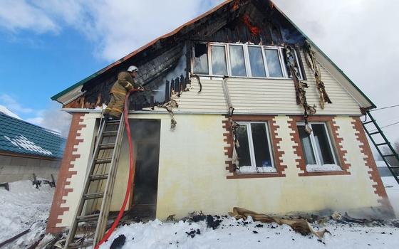 В Рославльском районе загорелся дом в отсутствии хозяинов
