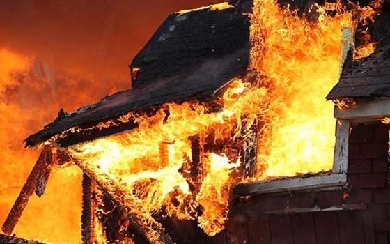 В Смоленске поймали подозреваемого в поджоге дома
