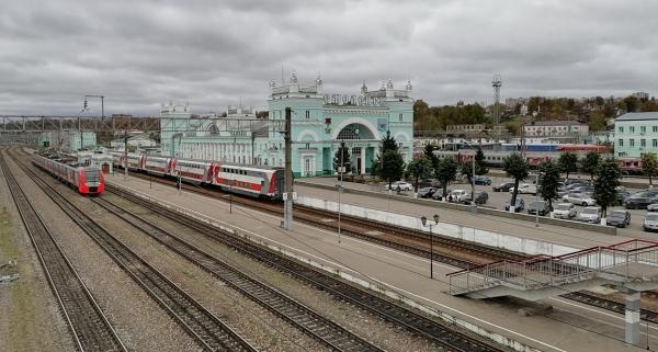 На железнодорожном вокзале Смоленска проводится регулярная дезинфекция