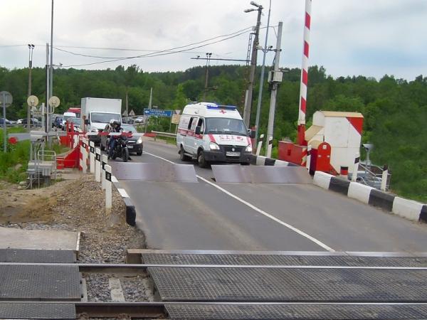 Смоленские железнодорожники напомнят автомобилистам о последствиях нарушения ПДД на переездах