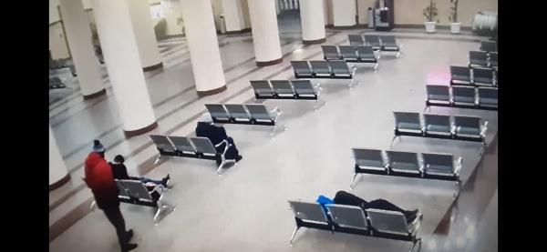 В Смоленске транспортные полицейские оперативно вернули похищенный у пассажира железной дороги багаж