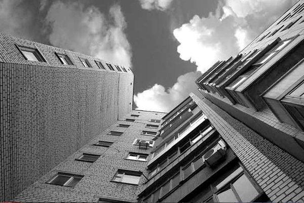 Нетрезвый житель Смоленска выпал из окна многоэтажки