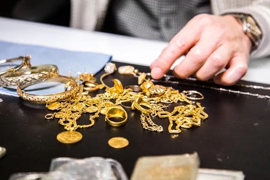 Правоохранители задержали смоленского ювелира за хищение золотых изделий